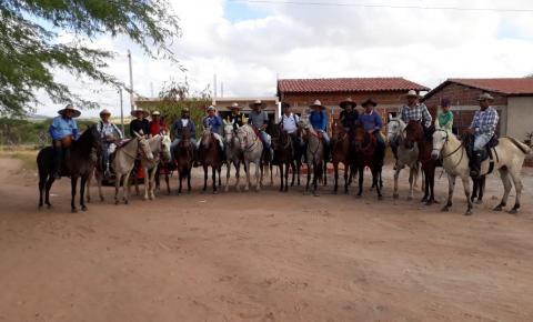 Cavaleiros realizaram montaria saindo de Pé de Serra com destino a Quixabeira