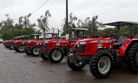 Rui entrega equipamentos para fortalecimento da agricultura familiar em 368 municípios
