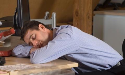 Tirar cochilos durante o dia é tão prejudicial à saúde quanto não dormir?