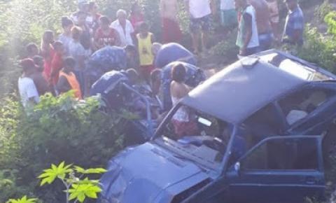 Família sofre acidente de carro na BA 131 em Pindobaçu