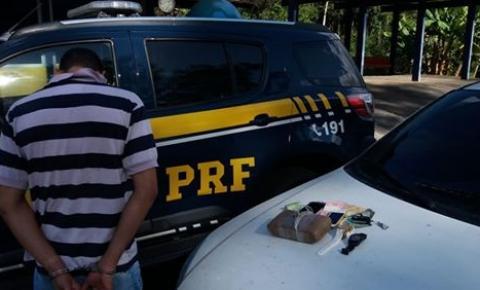 PRF apreende cocaína e recupera veículo roubado na região sul da Bahia