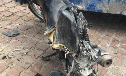 Acidente no Distrito do Junco envolvendo moto e ônibus escolar deixa duas pessoas feridas