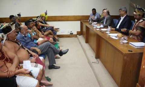Estado dialoga sobre Educação Escolar Indígenas  com povos de diferentes etnias acampados em Salvador