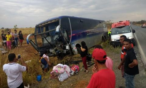 Acidente com ônibus de empresa baiana deixa 3 feridos em Minas Gerais