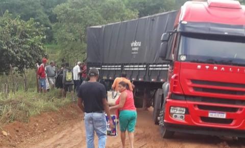 Caminhão derrapa e por pouco não tomba na Estrada de Itaitu em Jacobina