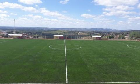 Estádio Municipal de Mairi recebe grama sintética