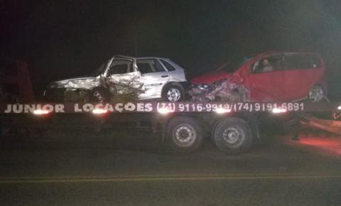 Colisão entre carros na BR 324 próximo a estrada de Itapeipu, município de Jacobina