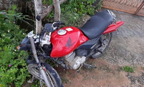 Homem sofre acidente de moto na BA-130, entre Mairi e Baixa Grande