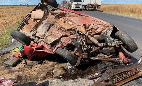 Acidente entre carro e carreta deixa uma pessoa morta na BR-242, oeste da Bahia