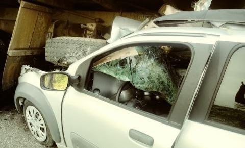 Homem fica ferido ao colidir carro na traseira de caminhão na BA 131, entre Jacobina e Caém