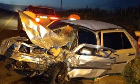 Homem fica gravemente ferido em colisão envolvendo carro e caminhonete na BA-120