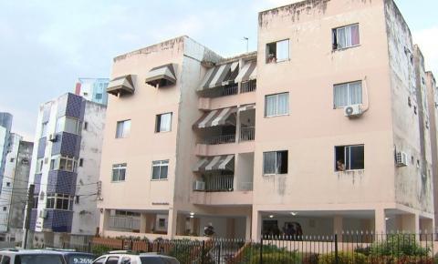 Mulher é achada morta com marcas de agressões em apartamento na Bahia