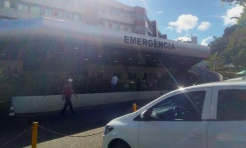 Dois jovens sofrem acidente de moto e um deles é transferido para Salvador
