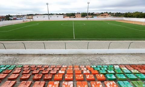 Rui Costa realizou a entrega da grama sintética do Estádio Municipal de Várzea do Poço