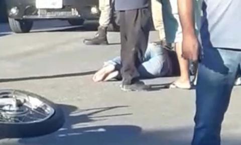 Colisão entre carro e moto deixa mulher ferida no bairro Nazaré, em Jacobina