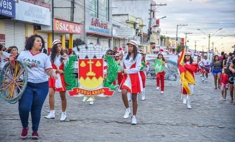 Comemorações dos 57 anos de Serrolândia termina com desfile de fanfarras