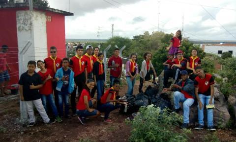 Clube de desbravadores de Serrolândia faz limpeza monte Serrote