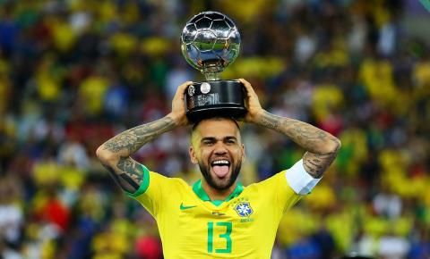 São Paulo contrata Daniel Alves