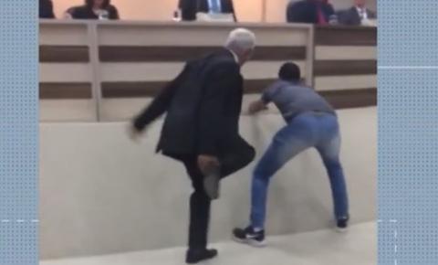 Sessão é interrompida após rato invadir plenário da Câmara de Vereadores no oeste da BA; VÍDEO