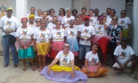 Grupo de idosos do conviver de Tapiranga se apresentam em escola no dia do Folclore