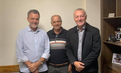 Gildo Mota visita Deputados Daniel Almeida e Bobô buscando fortalecer o PCdoB de Serrolândia