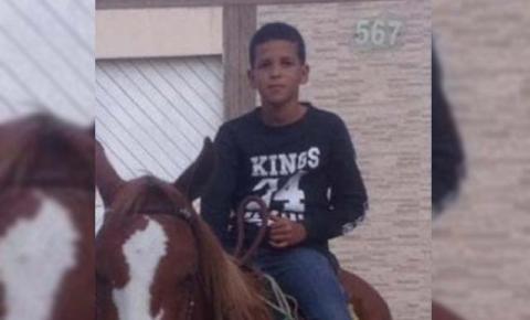 Garoto de 12 anos morre após cair de cavalo em Quixabeira