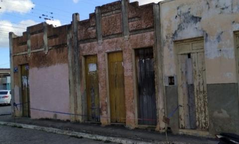 Prédio histórico em Serrolândia está prestes a cair e leva perigo a população
