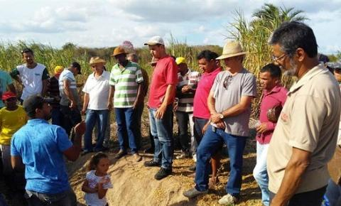 Prefeitura de Serrolândia realiza encontro de agricultores e produtores de leite