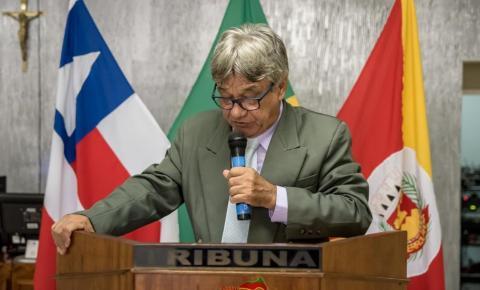 Vereador Reizinho usa a Tribuna da Câmara para manifestar seu repúdio a lei do transporte alternativo