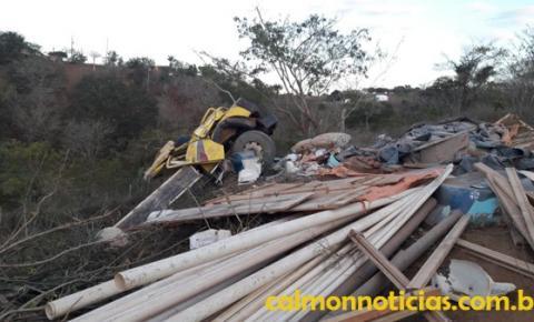 Caminhão capota em estrada vicinal de Miguel Calmon, condutor morre