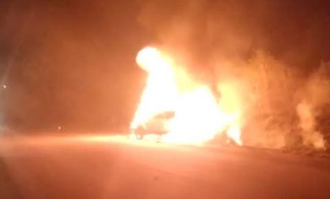 Veículos pegam fogo após colisão e deixam feridos próximo ao Junco, em Jacobina
