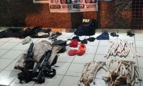 PRF prende homem com dois fuzis e dinamites dentro de carro roubado na Bahia