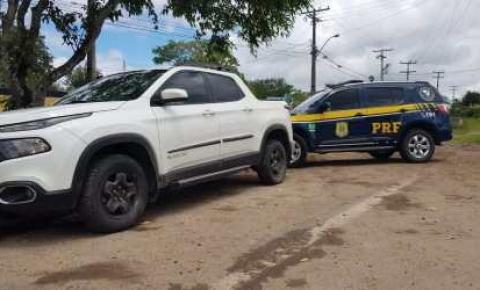Homem é preso pela PRF com documento falso e veículo roubado há 4 meses em Jacobina (BA)