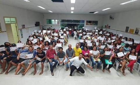 Após iniciativa dos Vereadores Clebinho e Marcinho de Sinhô, mais de 200 jovens concluem curso de capacitação profissional
