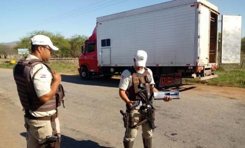 PRE localiza mais de 100 celulares escondidos dentro caminhão baú em Jacobina