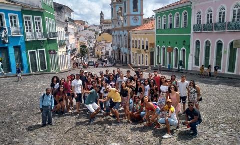 Alunos de Serrolândia participam de aula de campo do Curso Universidade Para Todos em Salvador