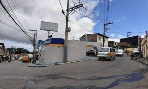 Homens invadem ônibus e matam jovem de 22 anos a tiros em Salvador