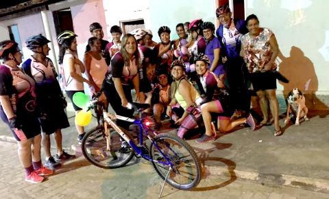 Grupo PEDAL DO SERROTE distribui brinquedos nas ruas de Serrolândia