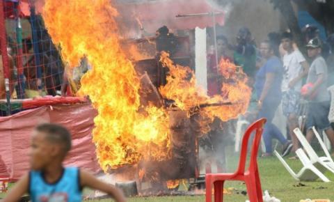 Carrinho de lanche pega fogo no Parque da Cidade e gera pânico em crianças