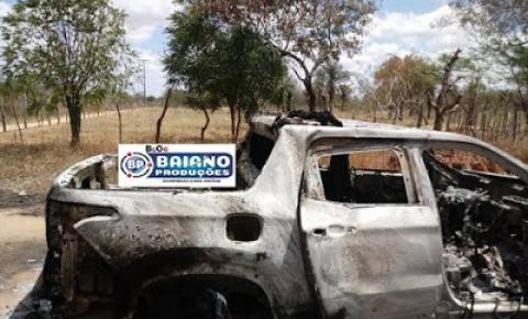 Carro é encontrado queimado em estrada vicinal em Várzea da Roça