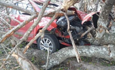 Acidente com veículo em estrada vicinal de Capim Grosso deixa dois feridos