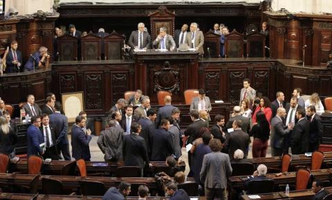 Alerj decide soltar deputados estaduais acusados de corrupção