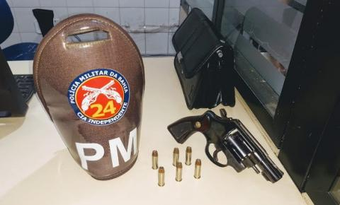 Polícia prende homem por porte ilegal de arma de fogo em Faculdade na cidade de Jacobina