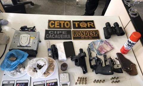 Trio suspeito de fazer parte de quadrilha é preso na Bahia; armas e drogas são apreendidas