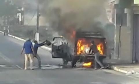 Veículo pega fogo no Junco de Jacobina