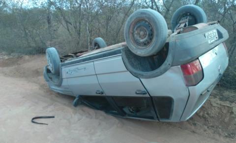 Motorista capota veículo em Várzea da Roça