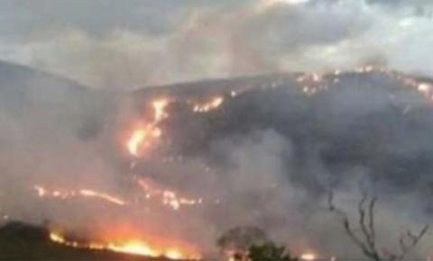 Incêndio destrói área equivalente a 540 campos de futebol na Bahia