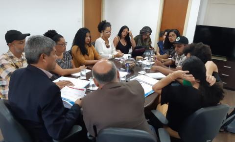 Secretário de Educação recebe educadores do Movimento dos Trabalhadores Rurais Sem Terra