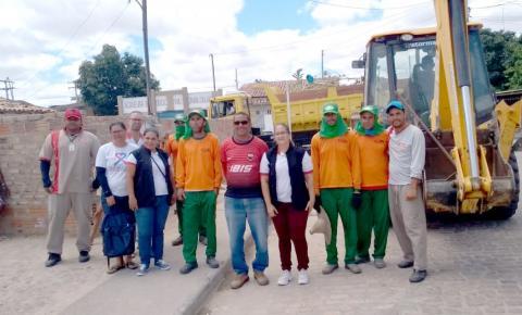 Prefeitura limpa casa de acumuladora em Serrolândia