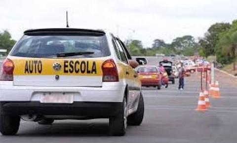 Vereador é conduzido para delegacia, acusado de envolvimento em esquema de autoescolas na região de Senhor do Bonfim
